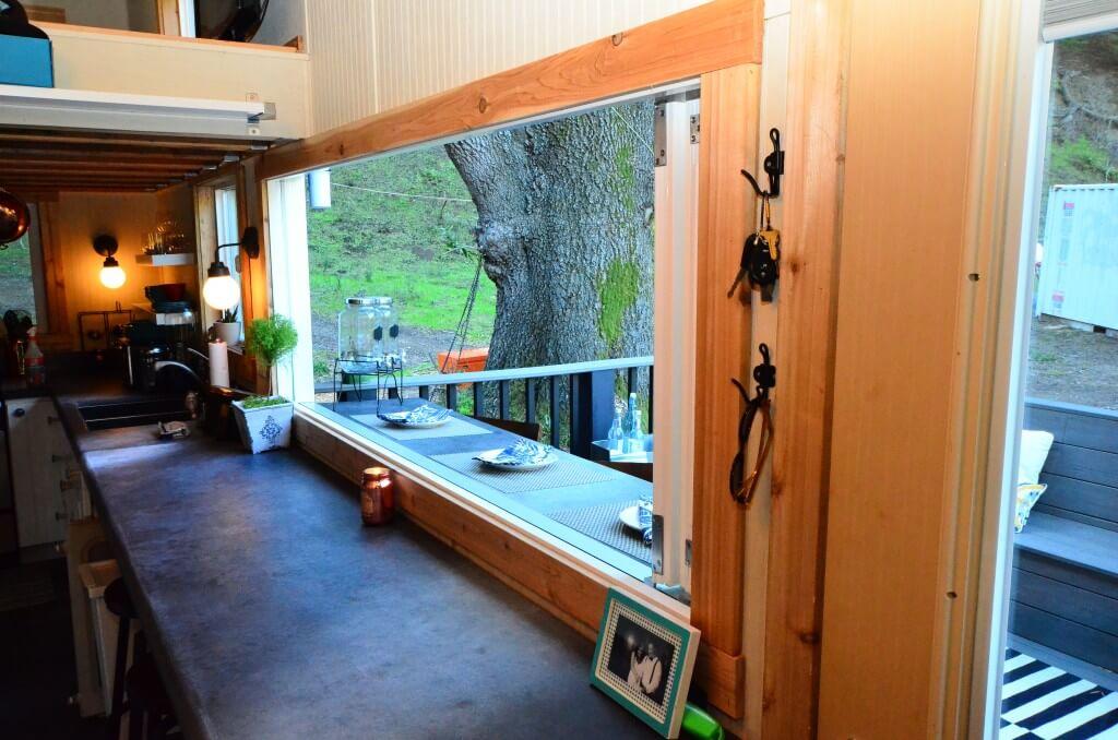 Accordion Window