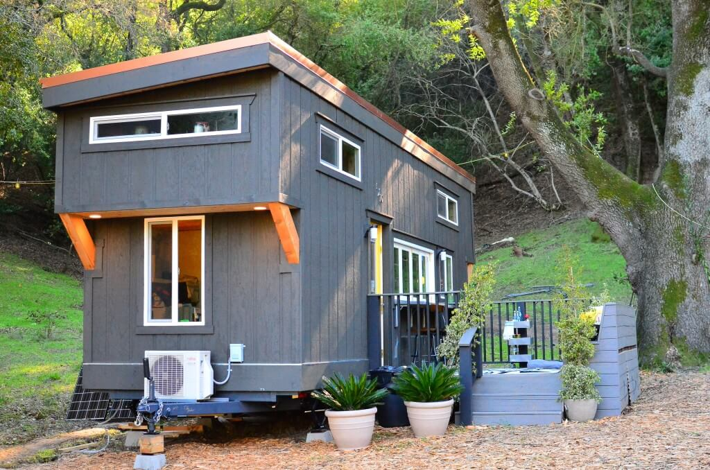 Tiny house walk through exterior tiny house basics for Transportables haus